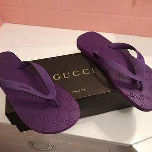 9deb1e407 Gucci Shoes - Gucci Women s Rubber Lilac Flip Flops